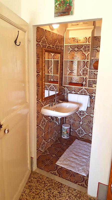 Camera doppia con letto matrimoniale per il tuo soggiorno in toscana i palazzi arte - Kit cortesia bagno ...